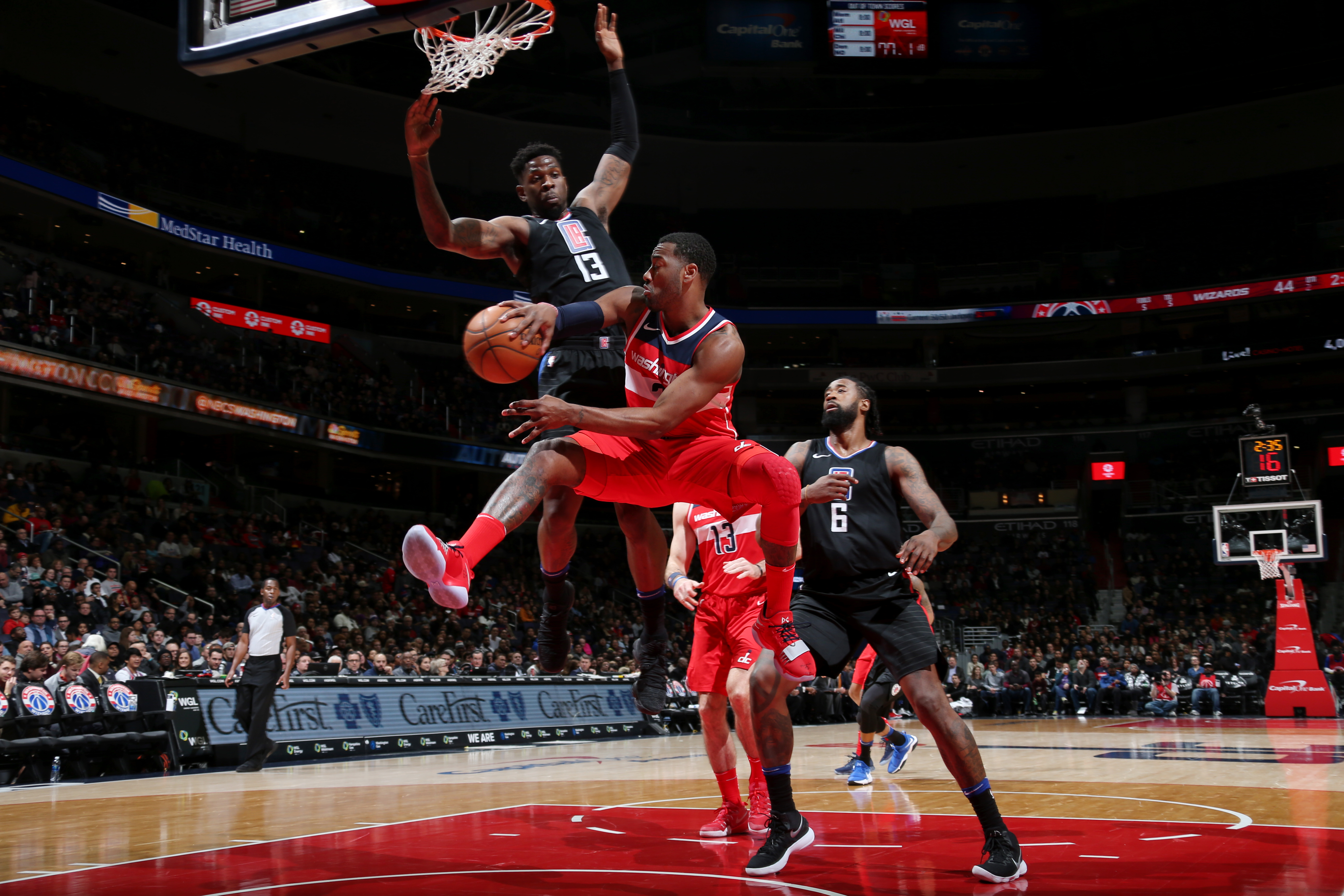 Wizards blow big lead, manage to keep shorthanded Clippers at bay
